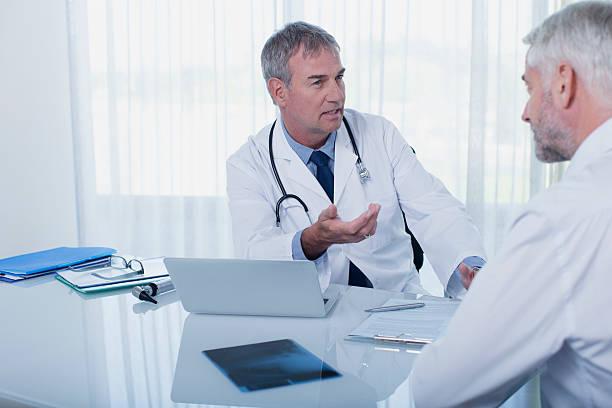 Bệnh nhân tử vong sau mổ lấy dụng cụ chỉnh hình là do sốc phản vệ