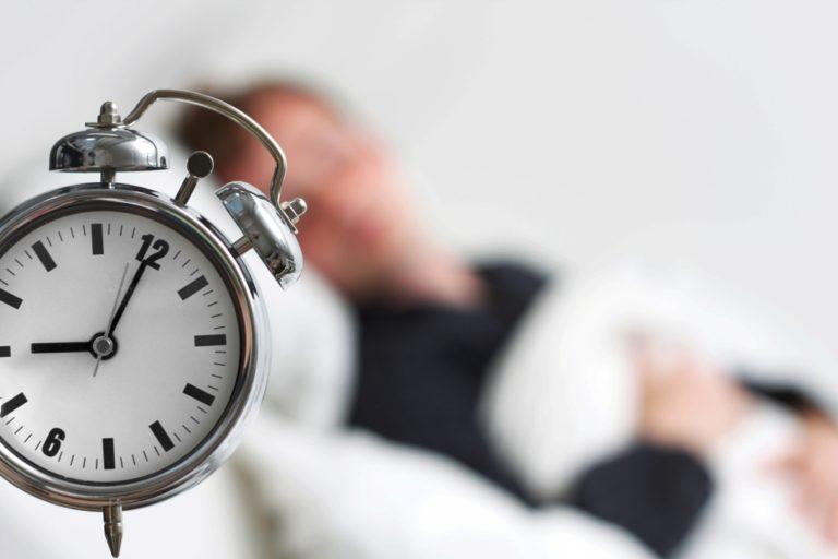 Ngủ ít hơn 6 – 8 giờ làm tăng nguy cơ bệnh mạch vành, đột quỵ