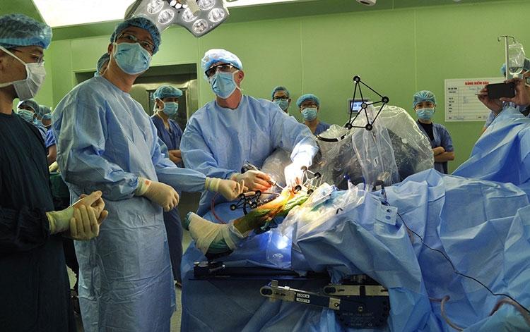 Ứng dụng công nghệ dẫn đường 3D trong phẫu thuật bệnh lý cột sống