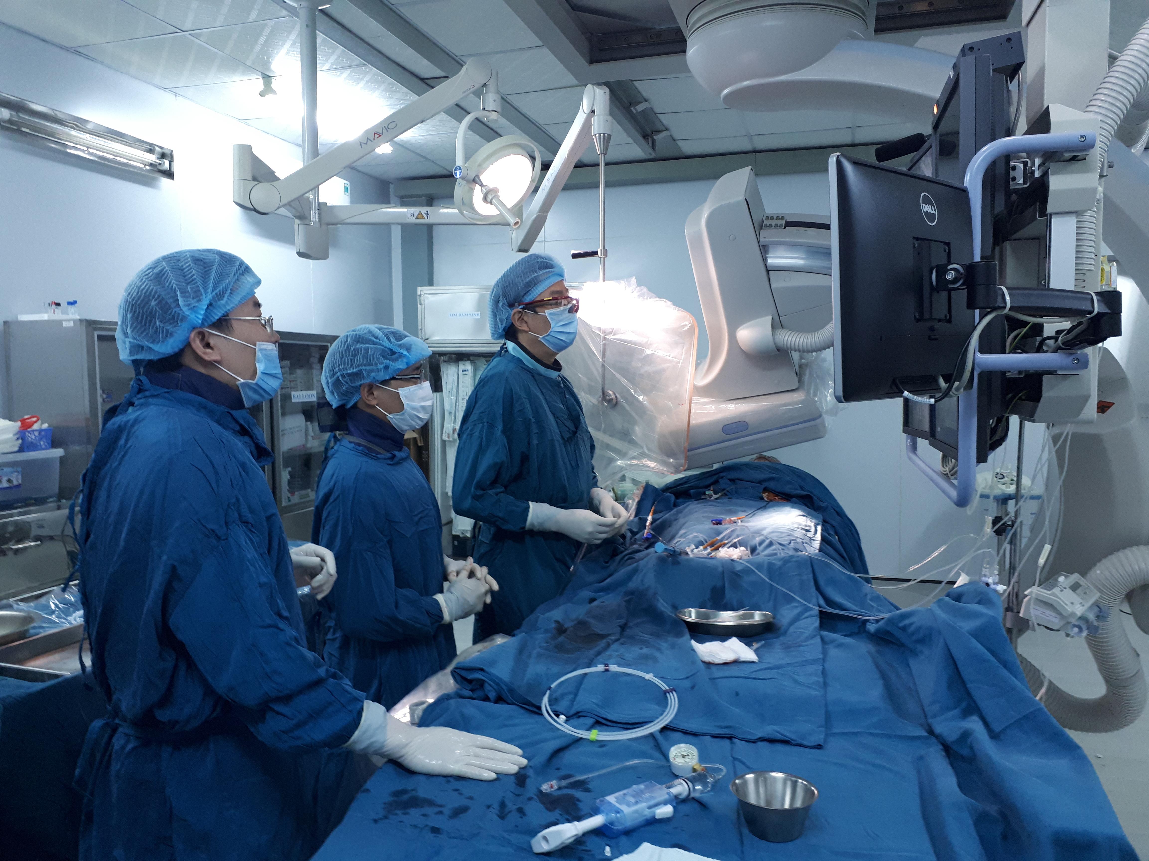 Quảng Trị: Thực hiện thành công thủ thuật đặt stent graft vào động mạch chủ
