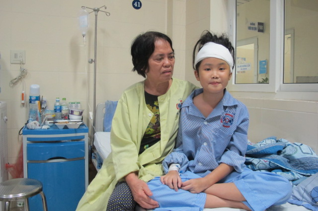 Phép màu xảy đến với bé gái bị u não dù gia đình tưởng hết hy vọng