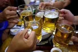 Việt Nam đang trẻ hóa độ tuổi sử dụng rượu, bia