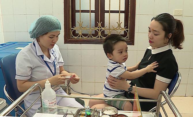 Hà Nội: Đồng loạt tiêm bổ sung vaccine sởi-rubella cho hơn 622.000 trẻ