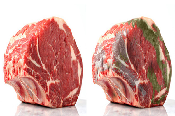 Màu thịt đỏ: Thịt lợn tươi sẽ có màng ngoài khô, màu sắc đỏ tươi hoặc đỏ sẫm, óng ả. Mỡ có màu sắc, độ rắn bình thường. Nếu thấy miếng thịt xuất hiện màu nâu, xám, đỏ thâm hoặc xanh nhạt, chảy nhớt, có nghĩa miếng thịt đó đã bị ôi.