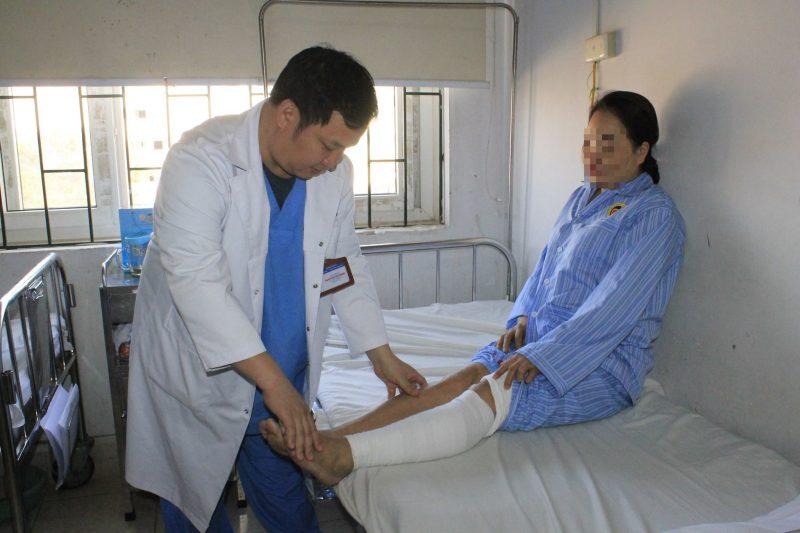 Suýt cắt cụt chân vì thuyên tắc huyết khối chi dưới