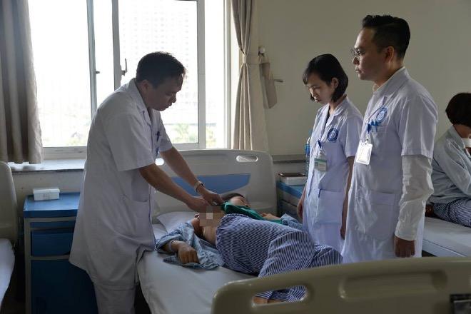 Bác sĩ Việt sáng tạo phương pháp mổ u xơ tuyến vú không sẹo