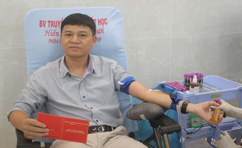 Người dân TP.HCM hưởng ứng chiến dịch hiến máu tình nguyện dịp cuối năm