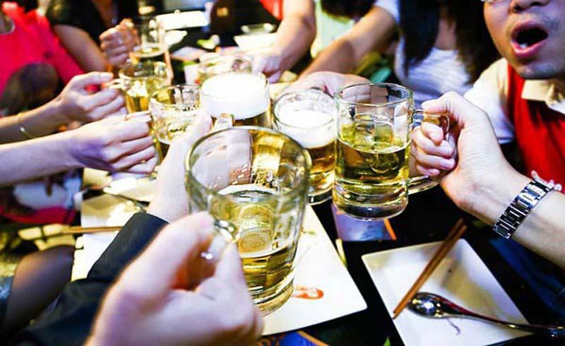 """""""Ăn mòn"""" sức khỏe vì uống hơn 3 tỷ lít bia rượu mỗi năm"""