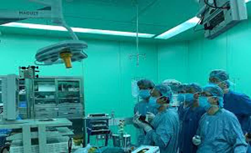 Việt Nam lần đầu nội soi mở cơ qua đường miệng