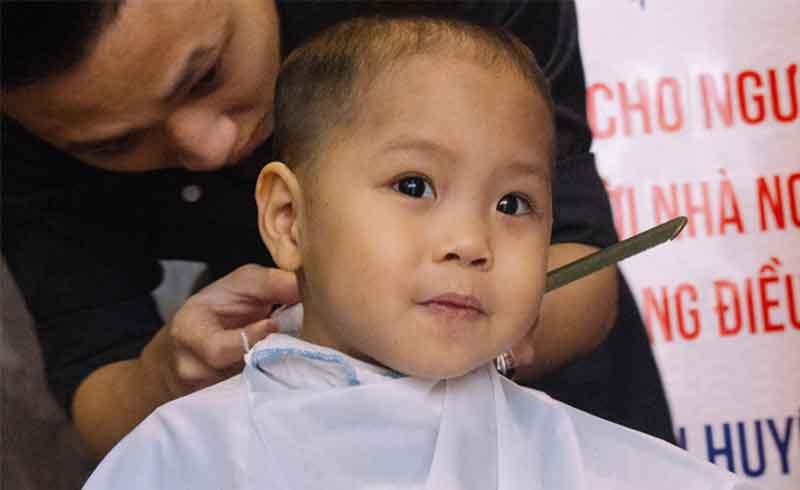 100 bệnh nhân máu ở Hà Nội được cắt tóc miễn phí