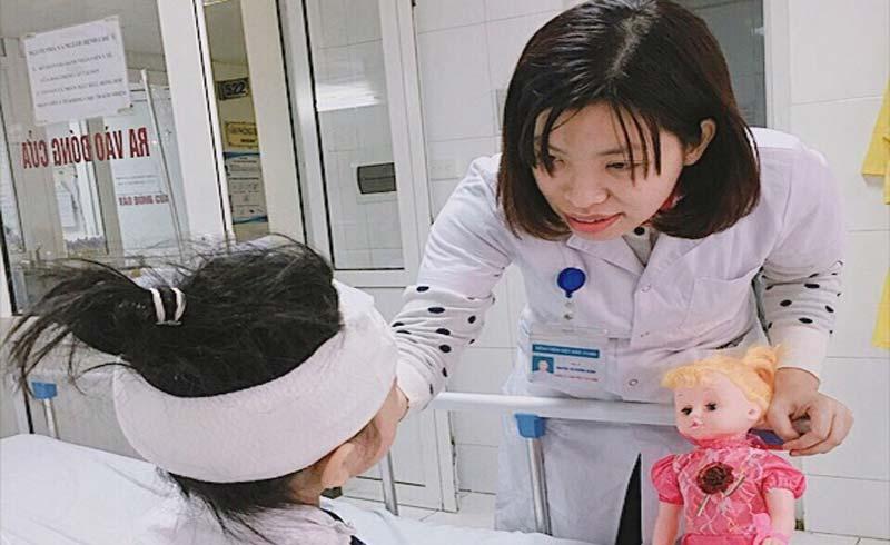 Bé gái 6 tuổi bị chó cắn trọng thương