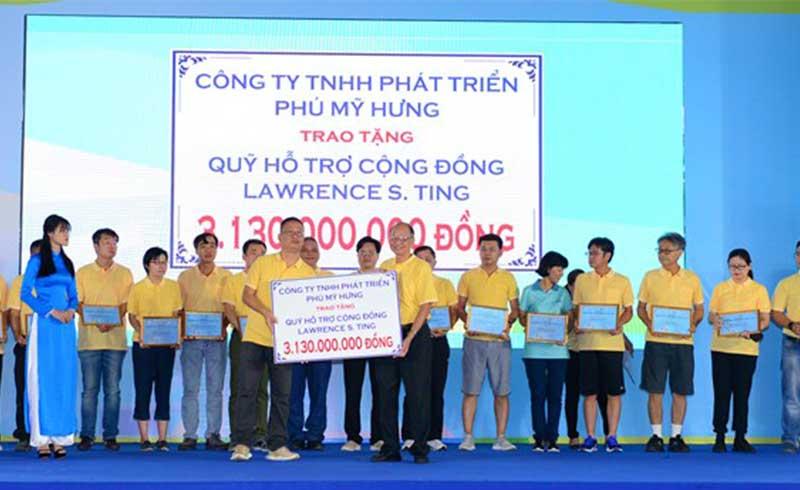 Công ty Phú Mỹ Hưng tặng hơn 3 tỷ đồng cho người nghèo