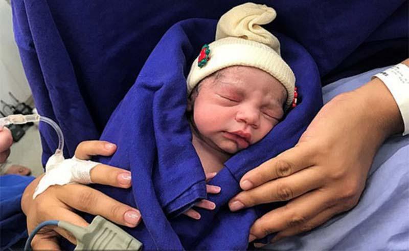 Em bé đầu tiên trên thế giới sinh ra từ tử cung người chết