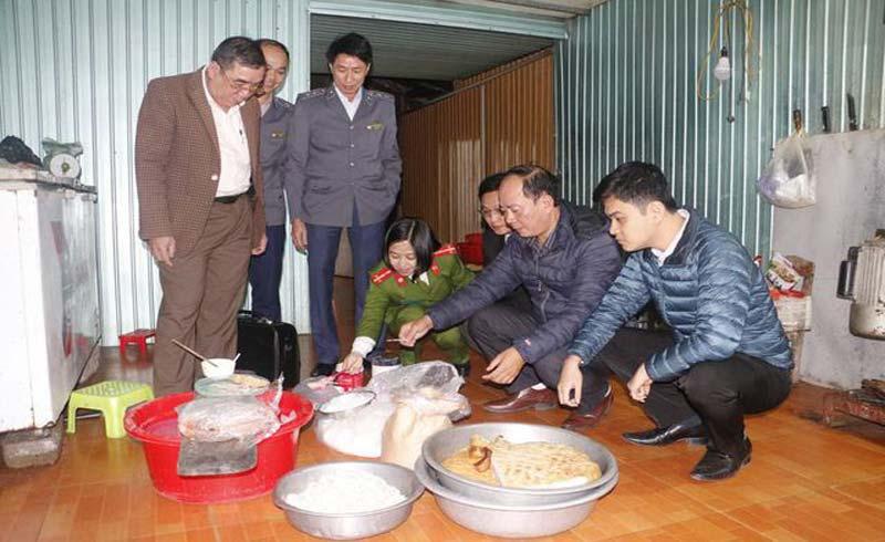Phạt cơ sở sản xuất giò, chả 40 triệu đồng vì sử dụng hàn the