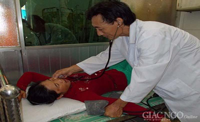 Bác sĩ – Phật tử hết lòng vì bệnh nhân nghèo