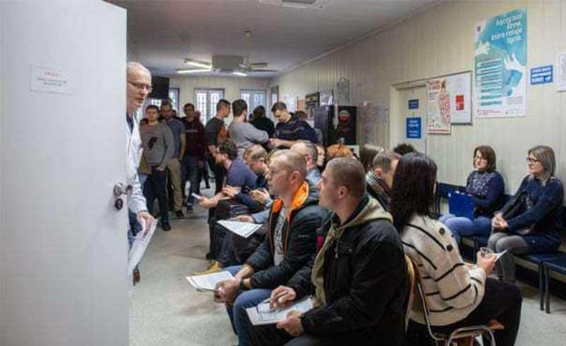 Người dân Ba Lan xếp hàng đăng ký hiến máu cứu thị trưởng