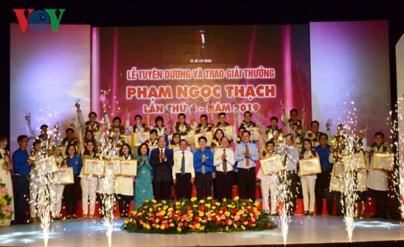 37 thầy thuốc trẻ tiêu biểu nhận giải thưởng Phạm Ngọc Thạch năm 2019