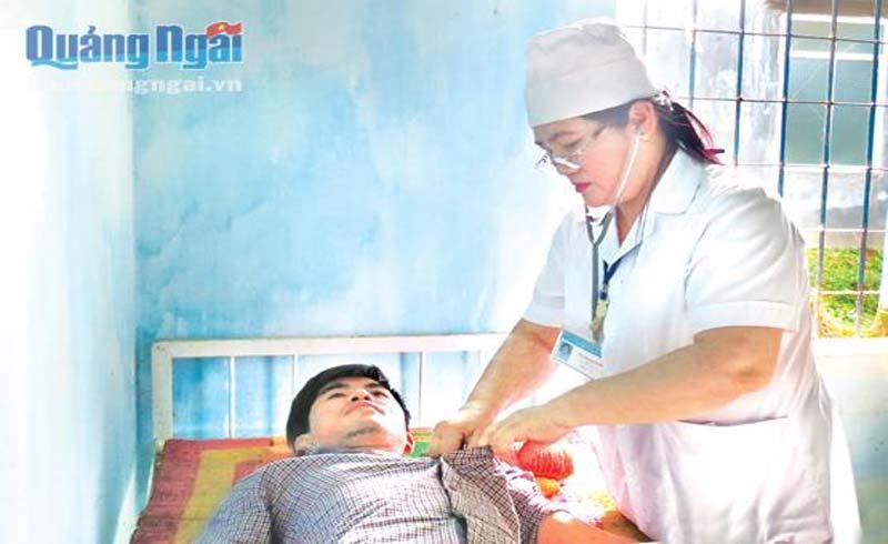 Nữ bác sĩ hết lòng vì người bệnh
