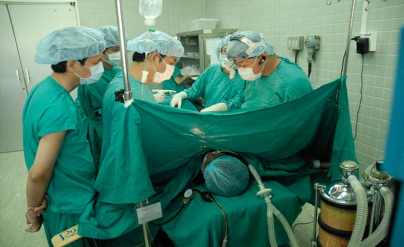 Nguy cơ ung thư hiếm sau phẫu thuật nâng ngực