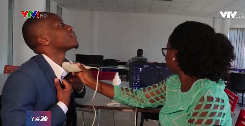 Thiết bị siêu âm cầm tay hỗ trợ cuộc sống người nghèo tại châu Phi