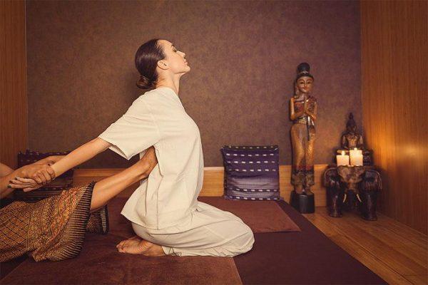 Massage tại cơ sở chui người phụ nữ phải ngồi xe lăn cả đời