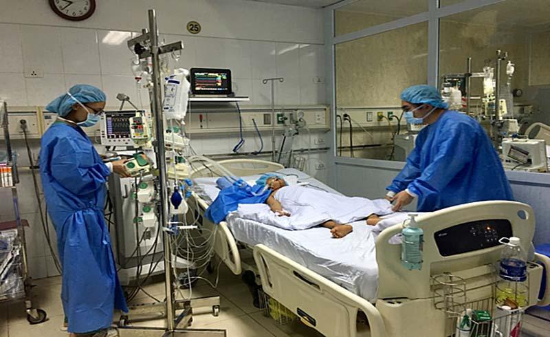 Phút tiễn biệt của người vợ mang thai trước khi hiến tạng chồng