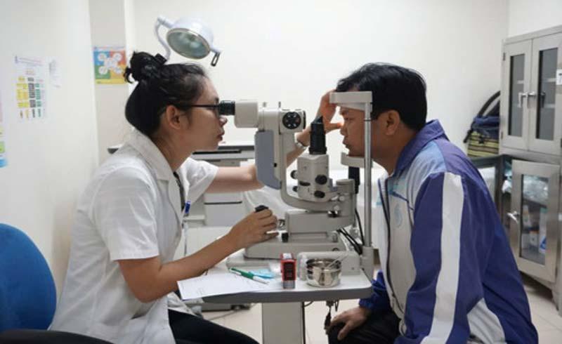 Khám mắt và cấp thuốc miễn phí cho 1.000 bệnh nhân lớn tuổi