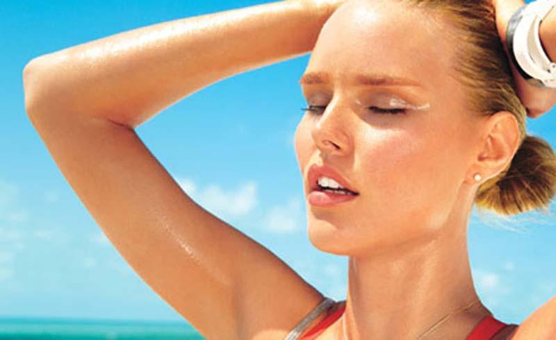 Cách chữa mồ hôi nách trong thời tiết nắng nóng