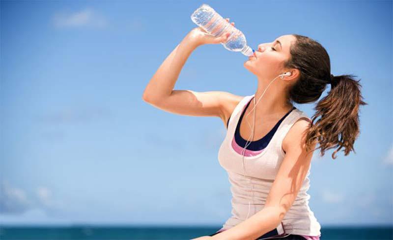 Dấu hiệu cơ thể mất nước vào ngày nóng