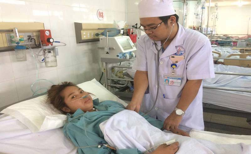 Nửa đêm, bác sĩ hợp lực hiến máu cứu sống bệnh nhân nguy kịch