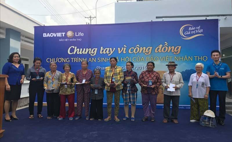 Khám bệnh miễn phí, tặng quà cho hơn 500 người nghèo tại Bình Thuận