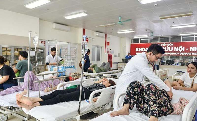 Nắng nóng đỉnh điểm, bệnh viện kín bệnh nhân