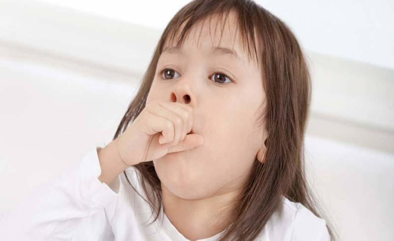 Trẻ viêm họng do virus có nên dùng kháng sinh?