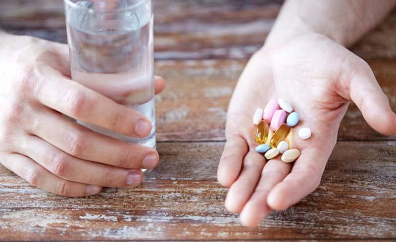 """Dược sĩ khuyên nguyên tắc uống thuốc """"thấp – ít"""": Ai cũng nên làm để giảm tác dụng phụ"""