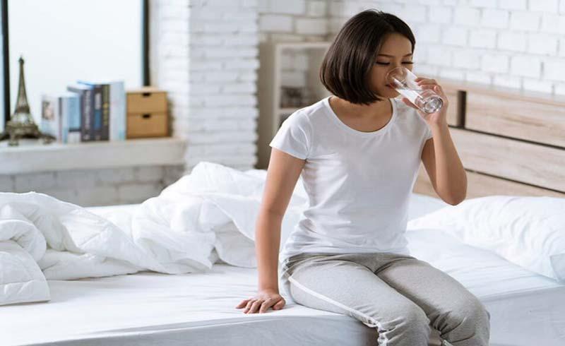 Tại sao nên uống nước khi bụng đói ngay khi thức dậy?