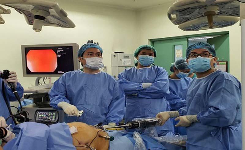 Bác sĩ Việt Nam giúp bệnh viện Philippines mổ bằng robot