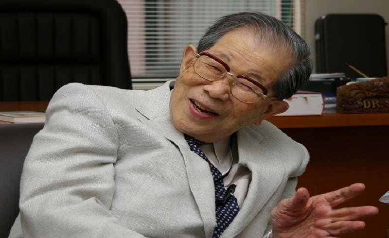 Bác sĩ Nhật 105 tuổi chia sẻ bí quyết sống thọ