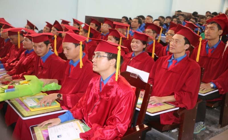 Bộ trưởng Bộ Y tế trao bằng tốt nghiệp cho 27 bác sĩ trẻ tình nguyện về vùng kinh tế khó khăn
