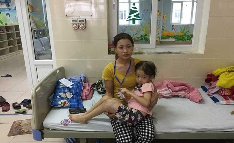 Nỗi đau đớn khôn cùng của người phụ nữ có 2 con bị ung thư và hoại tử ruột
