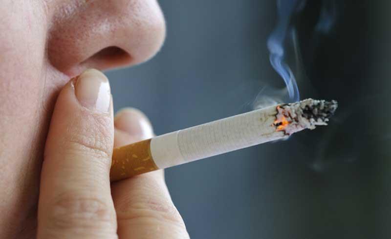 Phụ nữ khó bỏ thuốc lá hơn đàn ông