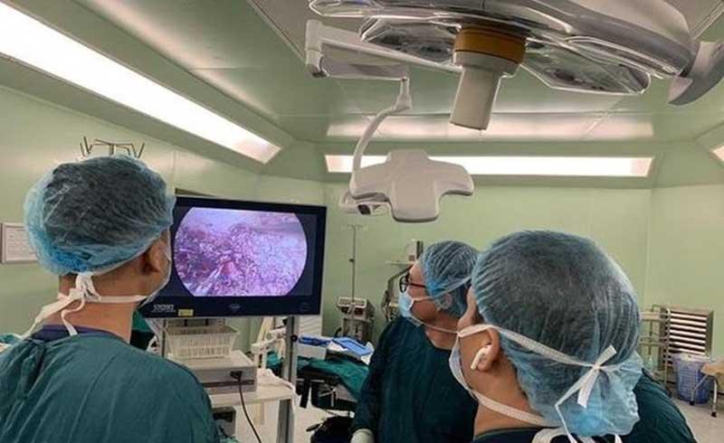 Sau BV Việt Đức, BV Bạch Mai đã thực hiện thành công cắt gan nội soi