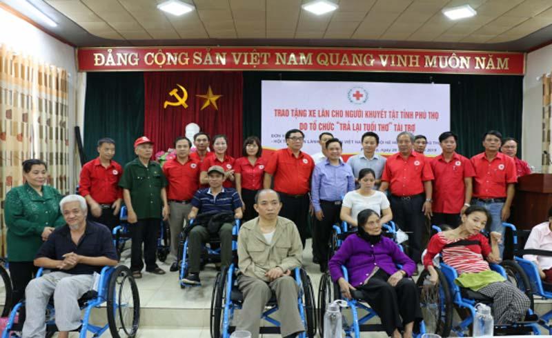 Mang xe lăn hi vọng đến với người khuyết tật