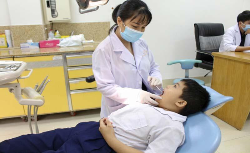 Khám sức khoẻ miễn phí cho các em lớp học tình thương Đình Phú Định