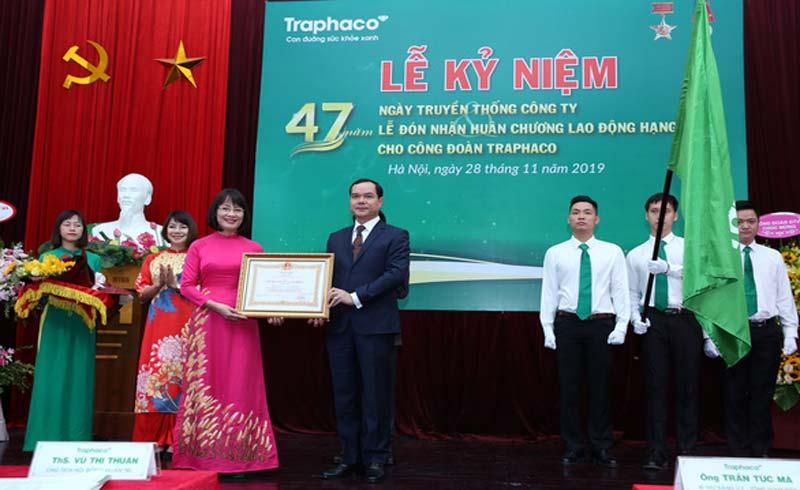 Traphaco nhận giải thưởng Doanh nghiệp bền vững VN và Huân chương Lao động hạng nhất