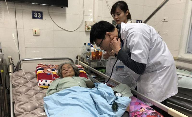Mỗi ngày, hàng chục người nhập viện do đột quỵ, Hà Nội yêu cầu chống rét cho bệnh nhân