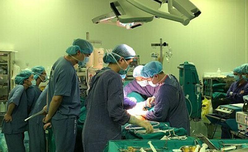 Việt Nam lần đầu ghép hai tạng cho một người