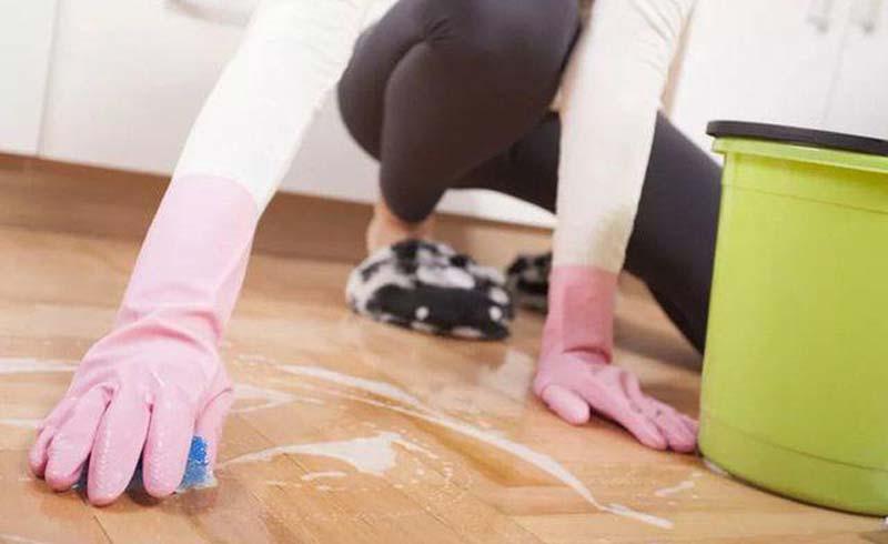 Lau dọn nhà thế nào tránh hại cột sống?