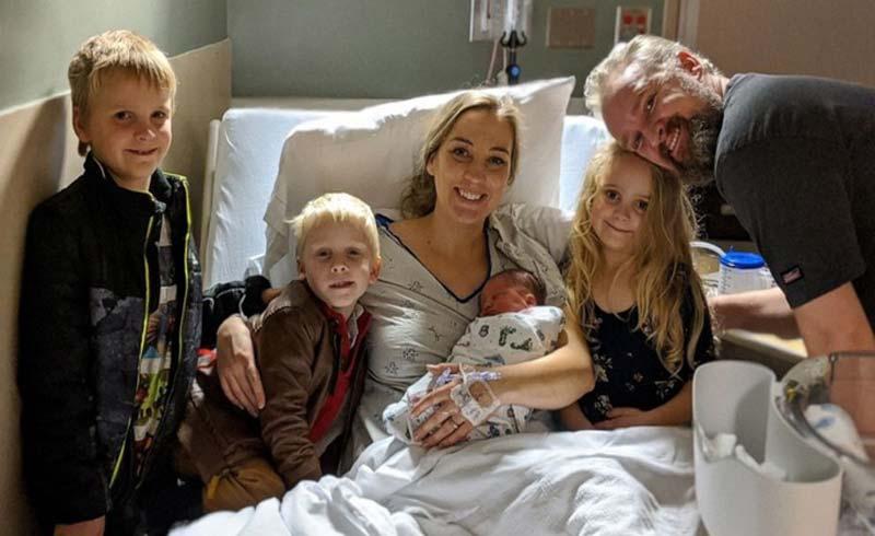 Qua đời sau sinh vài ngày, người mẹ 4 con hiến tặng 12 nội tạng