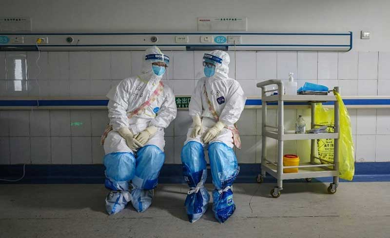 Số y bác sĩ Trung Quốc nhiễm bệnh có thể đến 3.000