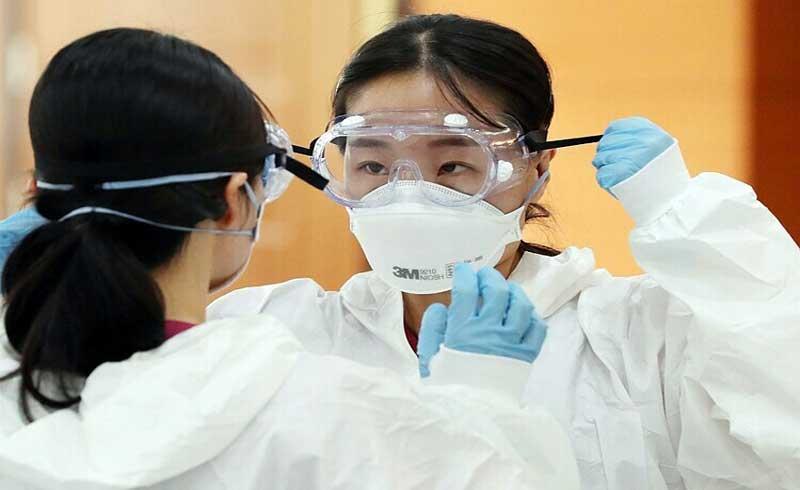 Bác sĩ ở tâm dịch Hàn Quốc kiệt sức